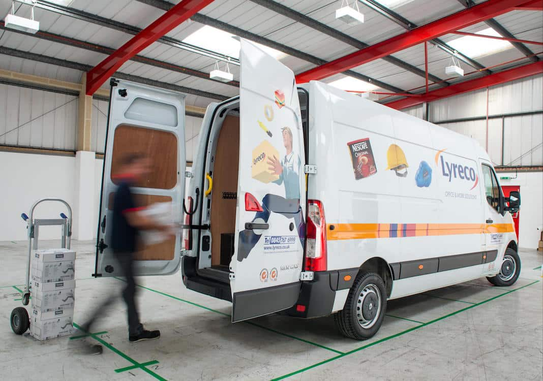 renault_master_delivers_for_lyreco_2