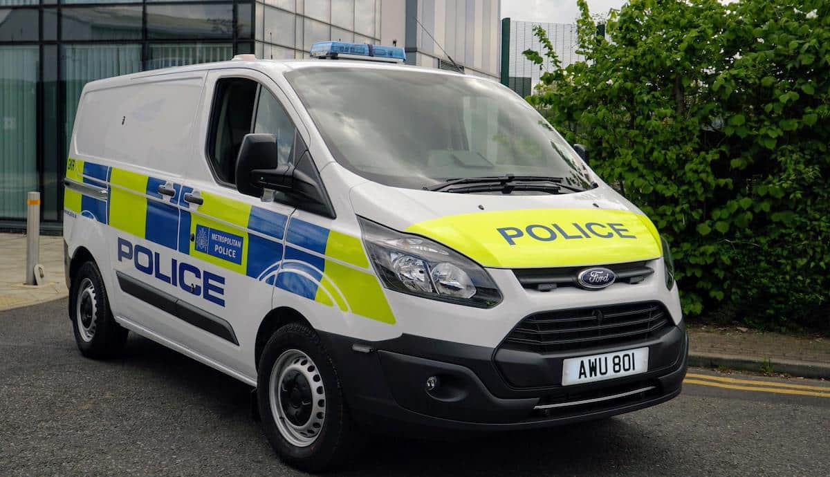 Metropolitan Police marked Ford Transit plug-in hybrid van (The Van Expert)